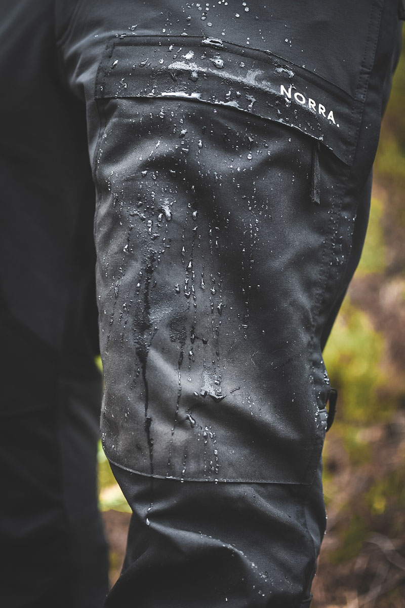Norra Ljung pants with water on