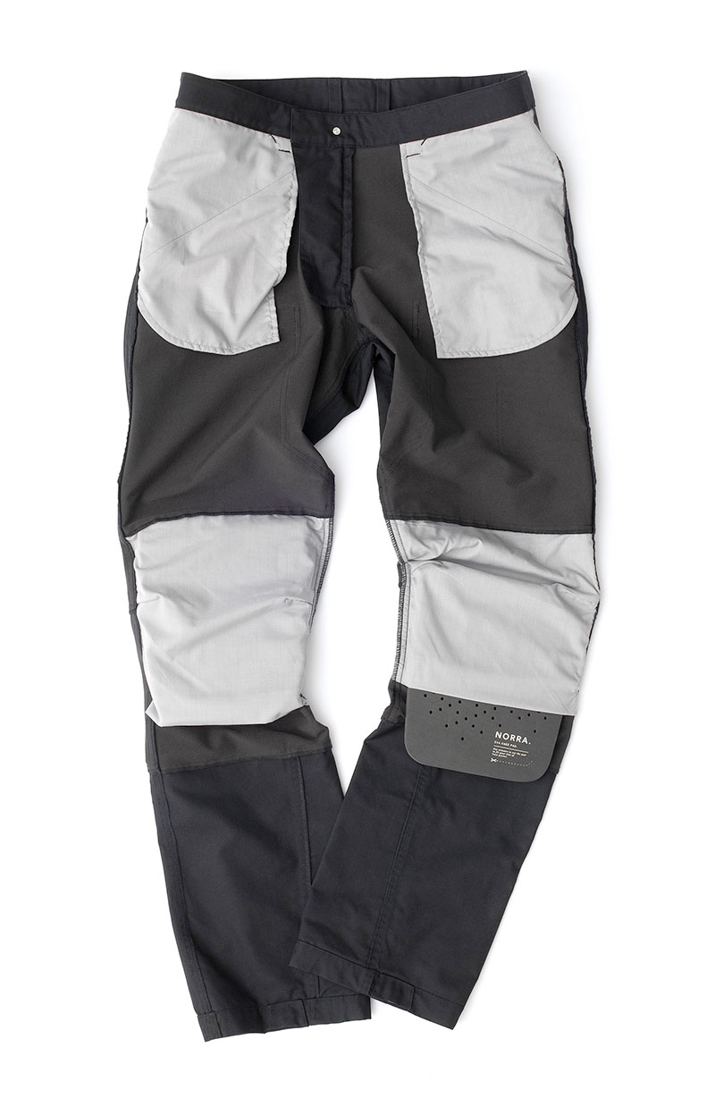 Knee pads inserted to pants